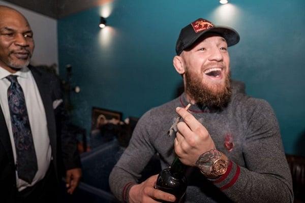 mcgregor tyson Cachimbo da paz: McGregor fuma maconha com Mike Tyson e faz as pazes